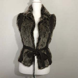XOXO Faux Fur and Knit Tie Waist Vest Size Small